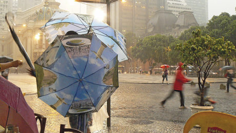 Центърът на Рио де Жанейро по време на дъждовния сезон.
