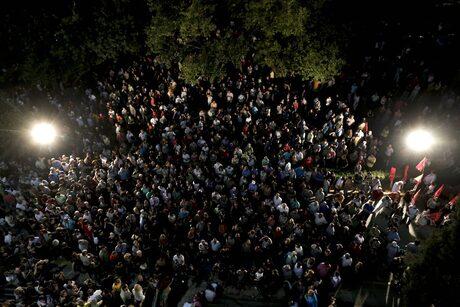Стотици се събраха пред ЕРТ снощи