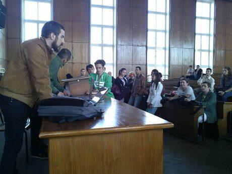 Студенти окупираха зала на Софийския университет с искане за оставка на кабинета (допълнена)