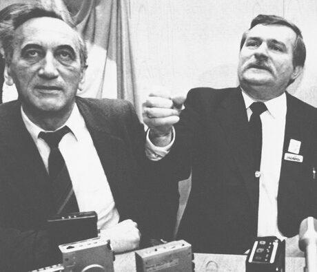 Тадеуш Мазовецки заедно с Лех Валенса