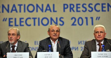 Местан, Доган и Бисеров (от ляво на дясно) на пресконеренция на избори 2011