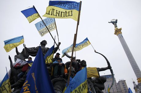 Защо олигарси изоставят Виктор Янукович