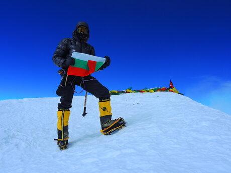 Селфито на Боян Петров на 8586 метра височина