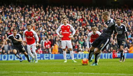"""""""Арсенал"""" измъкна драматична победа в продължението срещу лидера """"Лестър"""""""