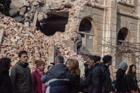 Унищожената фасада.