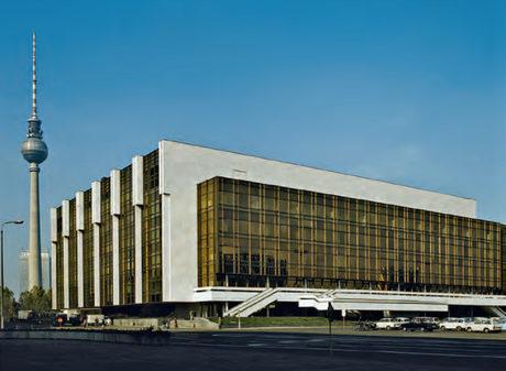 Дворецът на Републиката - един от символите на бившата ГДР, вече не съществува.