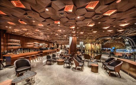 Фотогалерия: Най-големият Starbucks отвори врати в Китай
