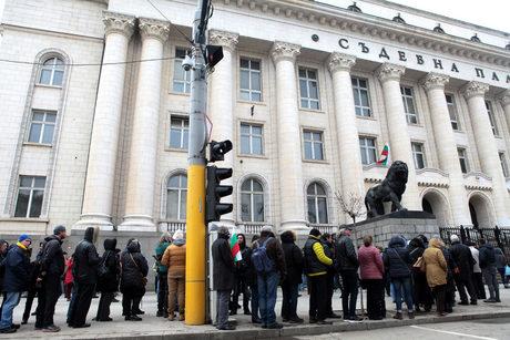 И в София се събра протест в защита на арестувания пловдивски лекар