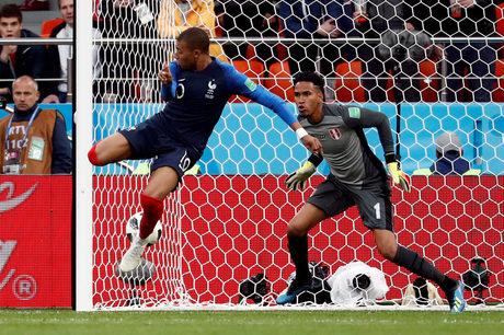Франция си осигури класиране на осминафинал след минимална победа над Перу