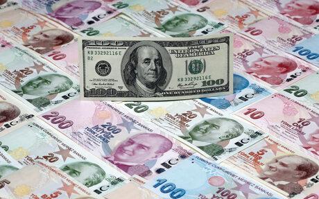 Турция попадна в първата си модерна валутна криза, докато е в остър спор със САЩ