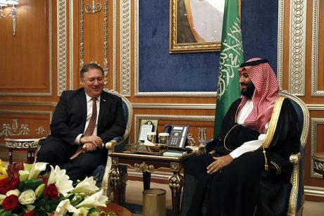 Държавният секретар на САЩ Майк Помпео със саудитския престолонаследник принц Мохамед бин Салман