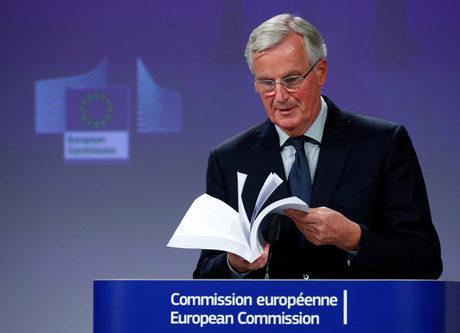 Проектът за споразумение е 585 страници, обяви Барние, докато го разлистваше.