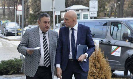 Председателят на Камарата на строителите в България (КСБ инж. Илиян Терзиев (ляво)