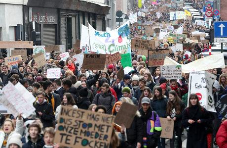 Хиляди ученици в Белгия протестираха за повече действия срещу климатичните промени