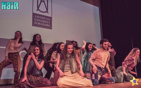 """Снимки от мюзикъла на клуб """"Бродуей"""" към Американския университет"""