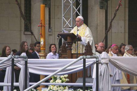 Отвъд културните, религиозни или етнически различия, продължете да се почитате, призова папа Франциск (хронология)