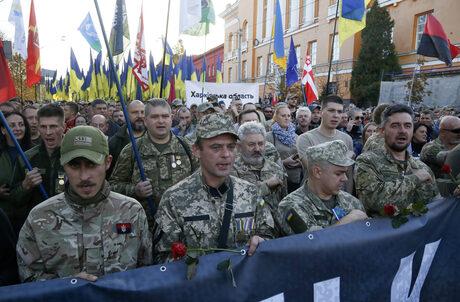 """""""Слава на Украйна"""" - крайнодесни групи отхвърлят мирния план на Зеленски"""