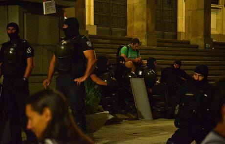 Ден 56: Ври държавата - агитки в атака, сблъсъци и множество арестувани (хронология)
