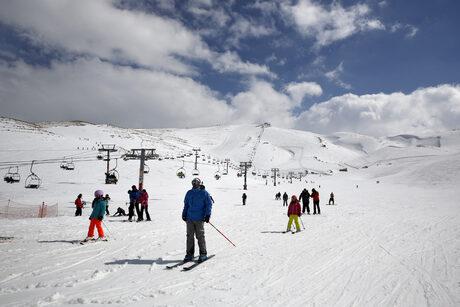 Коронавирусът по света: Франция иска да обезкуражи хората от ски курортите (хронология)