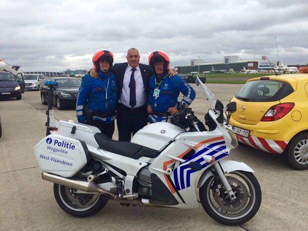 Снимка на деня: Борисов и белгийските полицаи