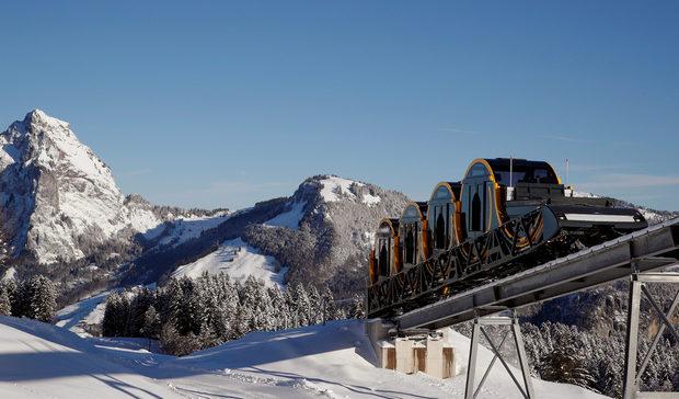 Снимка на деня: Швейцария открива най-стръмната въжена железница в света