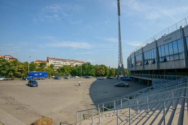 Снимка на деня: Стадион ''Васил Левски'' без автомобили
