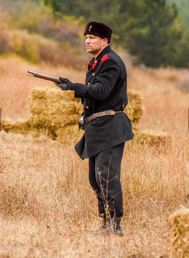 Снимка на деня: Боксьорът, който хвана пушката