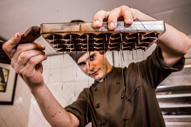 Фотогалерия: Шоколадът - от какаовата шушулка до божествените бонбони