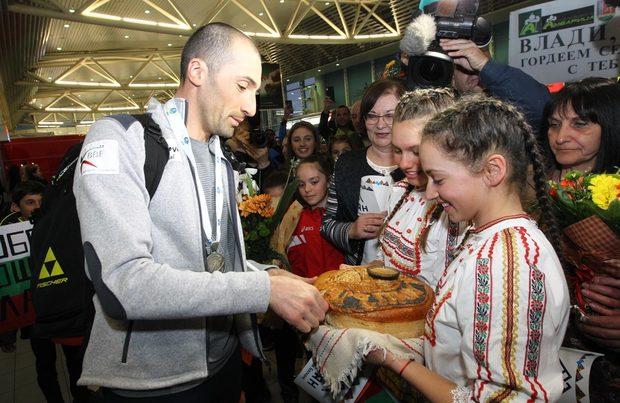 Снимка на деня: Посрещането на световния вицешампион Владимир Илиев