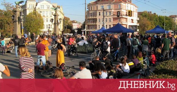 Орлов мост в София остава окупиран от протестиращи граждани срещу