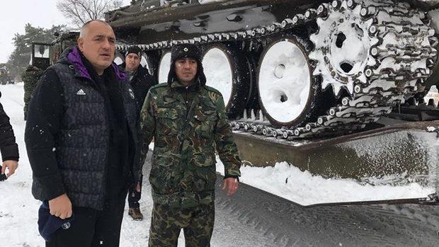 """Борисов - активни усилия, за да """"храни"""" харизмата си"""