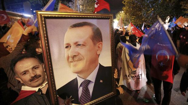 Референдумът за президентска република в Турция ще се проведе през март или април