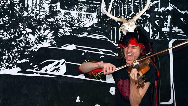 Цигуларят Джоуи Молинаро ще смеси метъл, класическа музика и джаз на 9 април