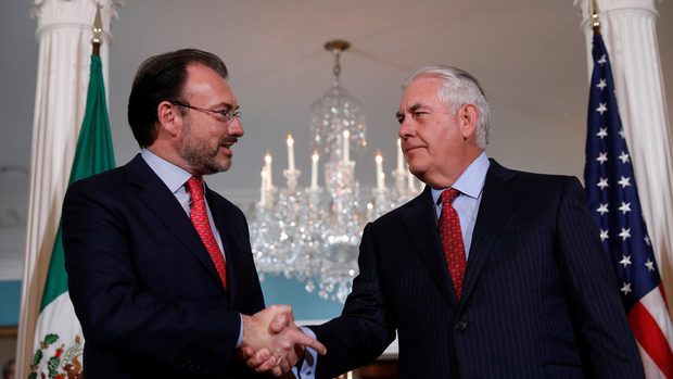 Мексико заплаши да напусне преговорите за NAFTA, ако Тръмп задейства изтеглянето на САЩ