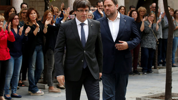 Каталуня се готви да обяви независимост въпреки отлива на компании и заплахите от Мадрид