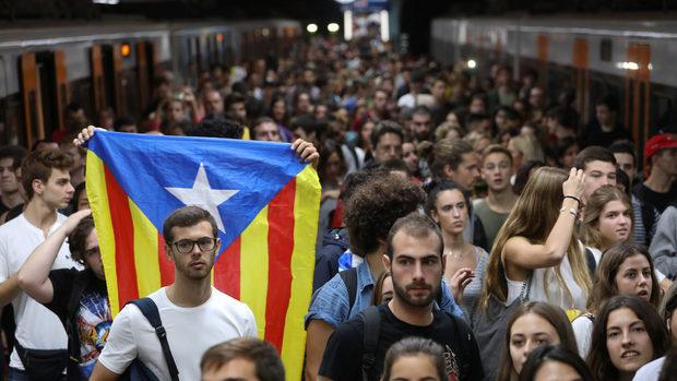 Мадрид започва процедурата по поемането на контрол над Каталуня