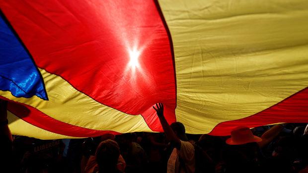 Барселона излиза на протест срещу ограничената автономия
