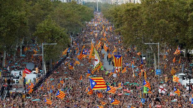 В Барселона се провежда масов протест в подкрепа на Пучдемон
