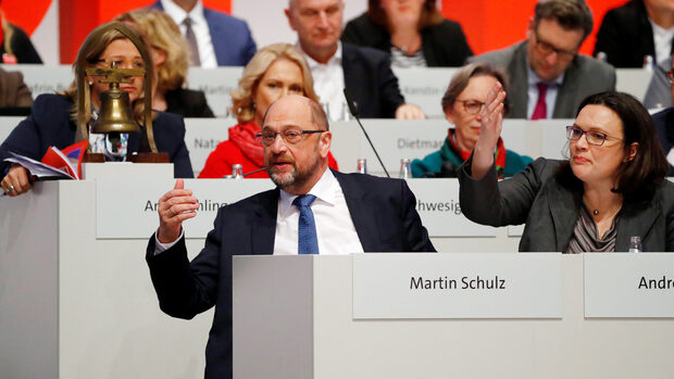Германските социалдемократи позволиха на Шулц да започне разговори за коалиция с Меркел