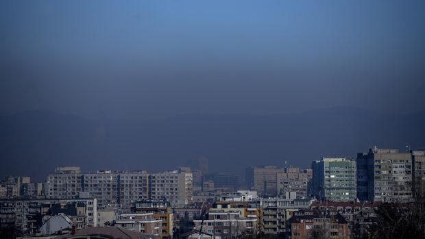 По-евтин транспорт и спиране на коли при опасно мръсен въздух предлага Столичната община