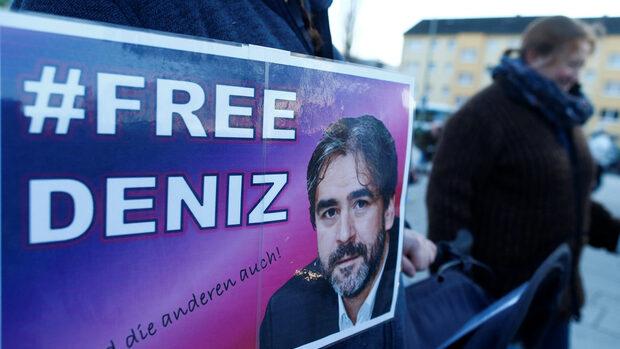 Германски журналист излезе от затвор в Турция след среща на Меркел и Йълдъръм