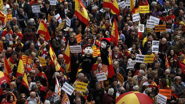 Хиляди подкрепиха единството на Испания на демонстрация в Барселона