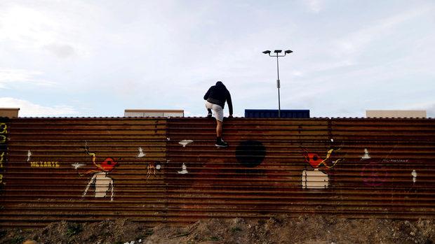 Да преминеш през стената на Тръмп e лесна работа, казват мексиканците