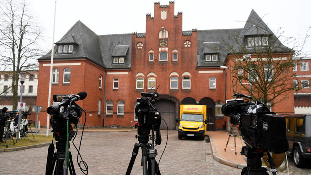 След първата си нощ в затвора Пучдемон може да прекара месеци в Германия