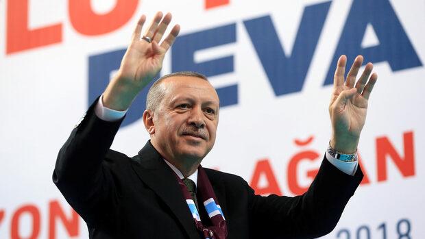 Турция още иска да влезе в ЕС, но няма да търпи двойни стандарти, каза Ердоган