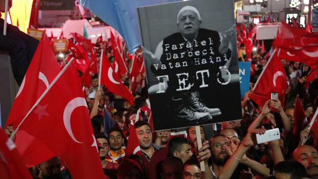За гюленистите в Европа преследването от Турция е и заплаха, и възможност