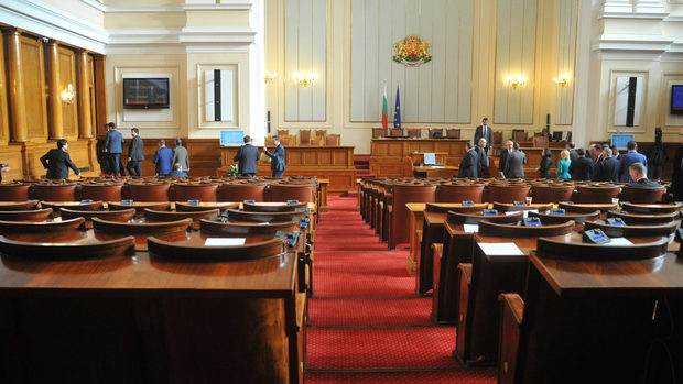 Парламентът ще заседава извънредно във вторник по бюджетите за 2019 г.