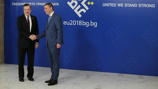 """В Брюксел и Франкфурт са със сериозни резерви за допускането на България до еврото, твърди """"Велт ам Зонтаг"""""""