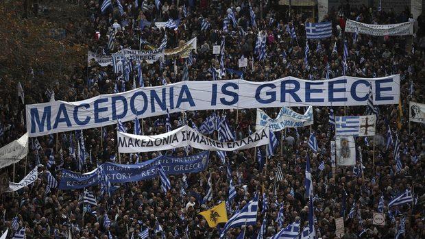 """Хиляди гърци протестират днес заради Македония, опозицията не приема """"македонски език и нация"""""""
