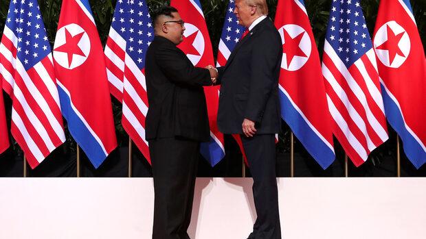 Графика на деня: Какво показа езикът на тялото на Тръмп и Ким